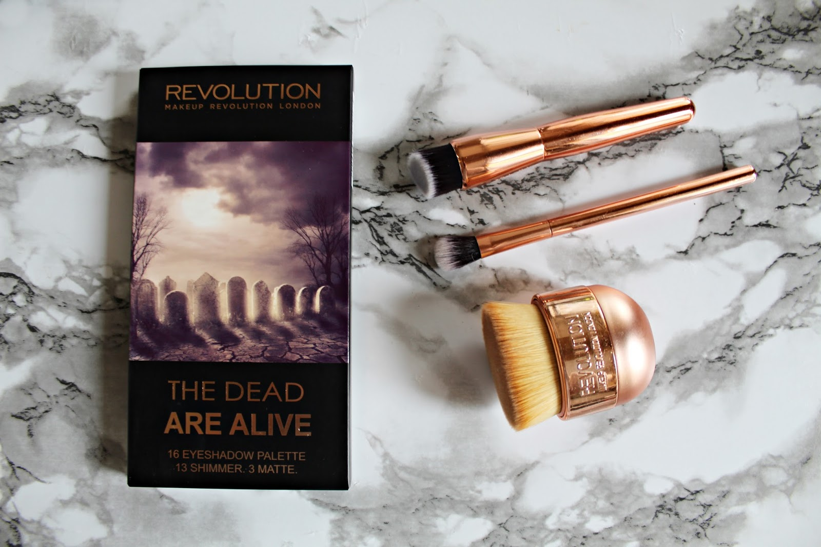 paleta cieni the dead are alive makeup revolution