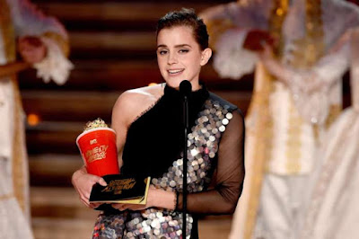 emma-watson-bags-first-ever-genderless-award