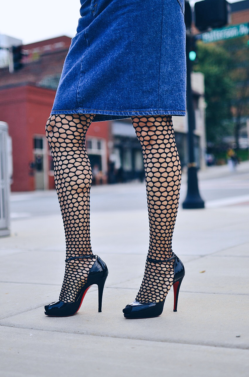 Fishnet tights trend ariafashionhouse.com