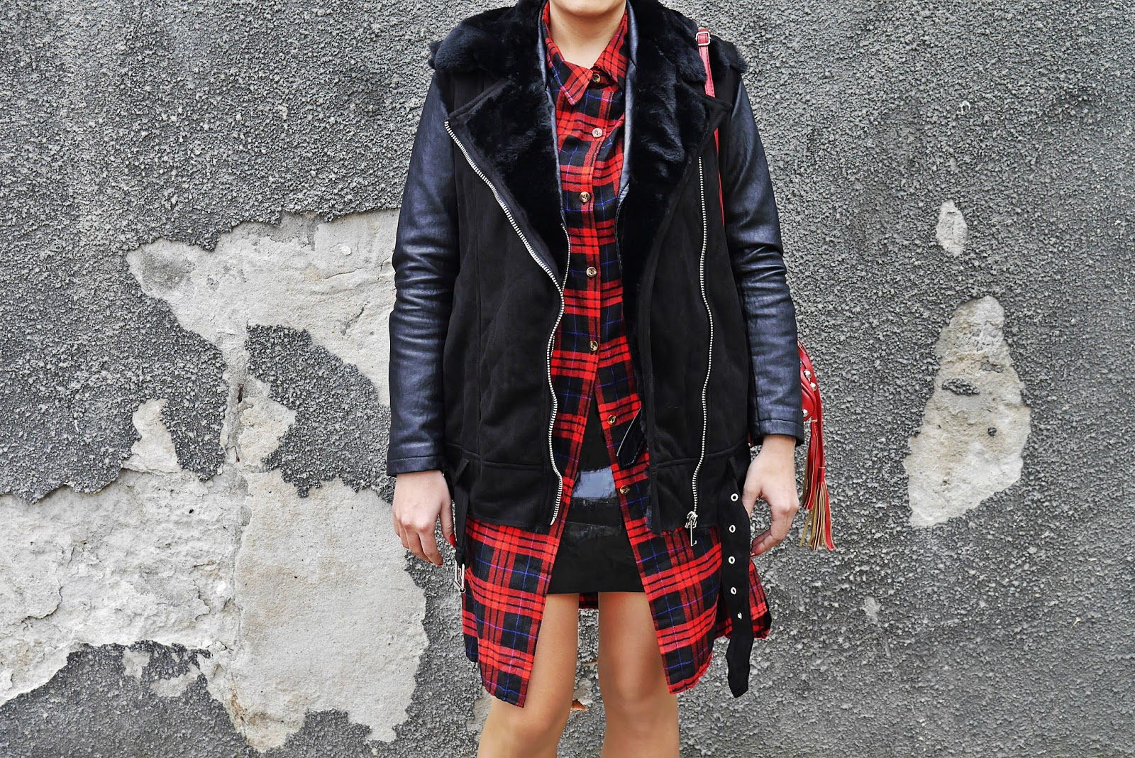 6_zara_west_fur_red_plaid_dress_socks_boots_karyn_blog_modowy_021117