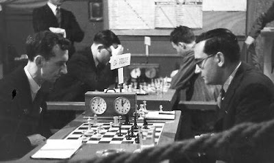 Reilly-Dr.Vallvé y al fondo Cherta-Maristany en el Torneo Internacional de Ajedrez Barcelona 1935