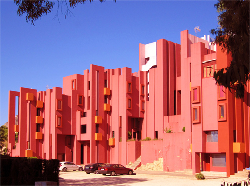 capital del sur la muralla roja de bofill cumple 40 a os. Black Bedroom Furniture Sets. Home Design Ideas
