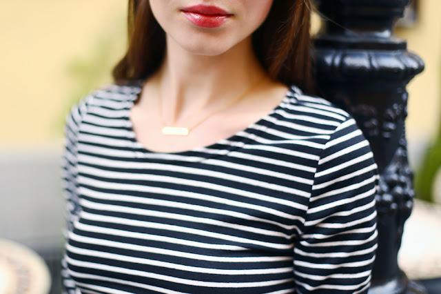 czarno-biała bluzka w paski stylizacja