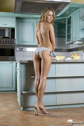 Raylene transa na cozinha