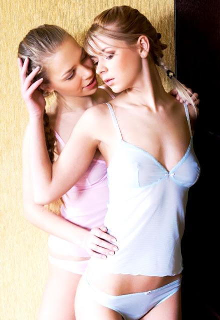 фото эротика WWW.EROTICAXXX.RU (18+) красивые девушки раздеваются