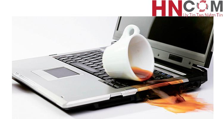 Mách bạn cách sơ cứu máy tính laptop khi dính nước 1