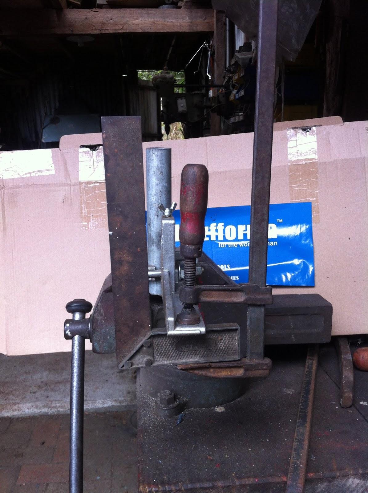 Bruce Teakle's Pages: Holzfforma/Huztl Alaskan Chainsaw Mill