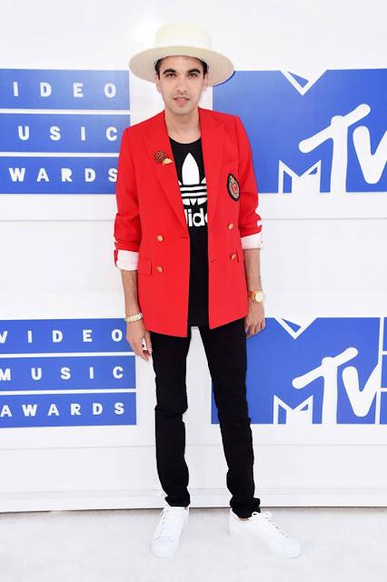 Os Looks Masculinos do VMA 2016 dj cassidy, look com camiseta adidas