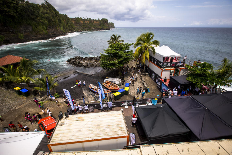 28 event site Martinique Surf Pro foto WSL Poullenot Aquashot