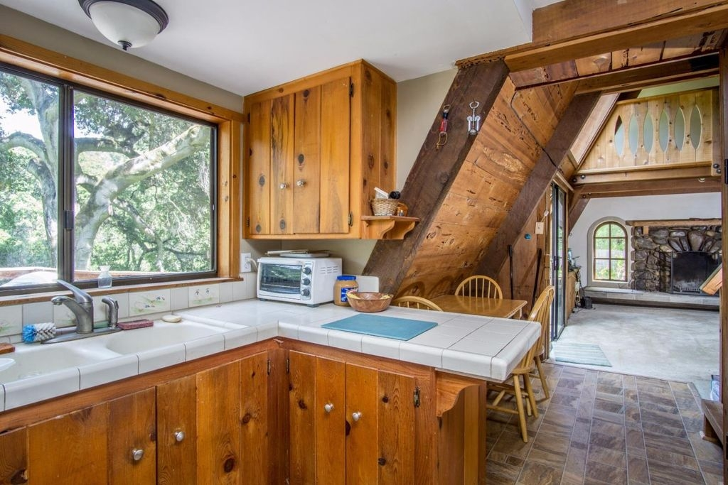 07-Architecture-with-the-Tiny-A-Frame-House-www-designstack-co