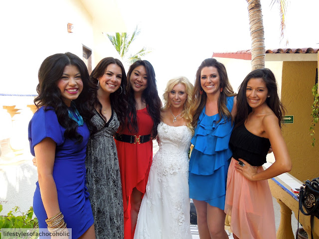 group of girls with bride in mexico