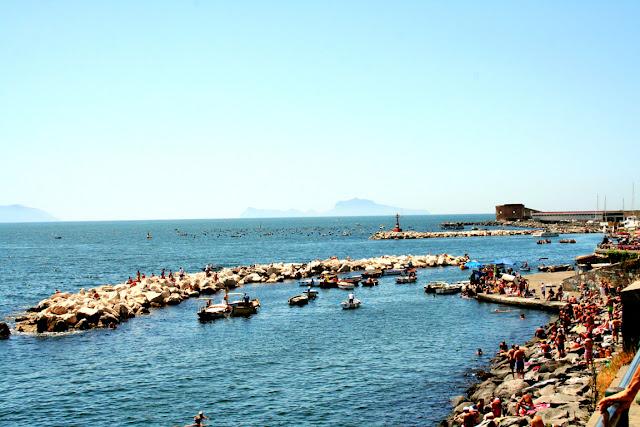 mare, bagnanti, spiaggia, scogli, acqua, cielo, vacanze