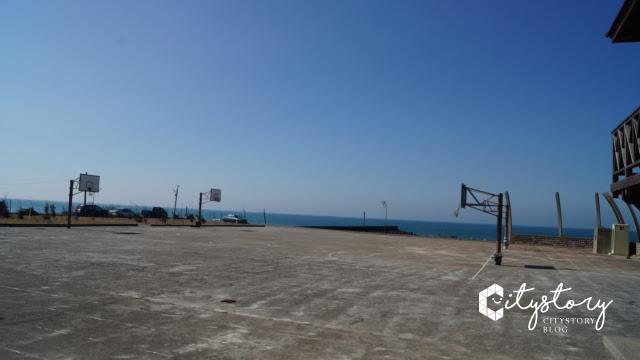 台鐵新埔站-海邊籃球場