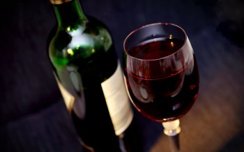 Wallpaper: Glass of Red Wine