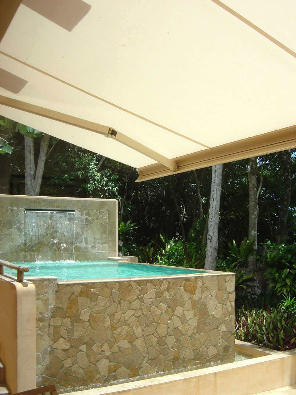 Sanctuaire Awnings