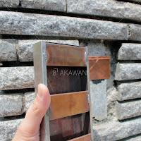 スズメッキ銅板の表札の構造 裏は緑青錆びを防ぐため硫化着色を施した銅の表札