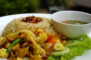 Resep Nasi Goreng Ayam Goreng Kunyit