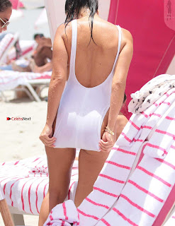 Kourtney+Kardashian+proud+owner+of+Most+beautiful+Ass+in+Black+Bikini+and+White+Bikini+in+Miami+006.jpg