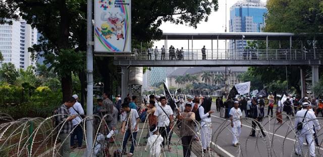 Massa Bela Tauhid Berkumpul di Patung Kuda, Tak Boleh Mendekat Istana