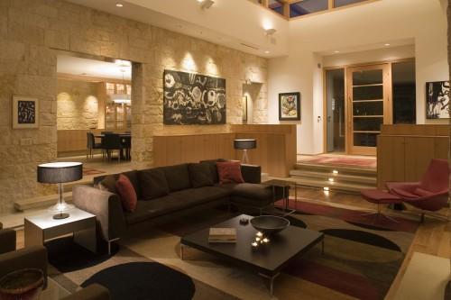 pareti in pietra per soggiorno con l'avvento della pietra decorativa si sono aperte grandi opportunità per i designer, grazie alle quali molte idee creative possono essere tradotte in realtà. Idee Rivestimenti Pareti Interni Soggiorno