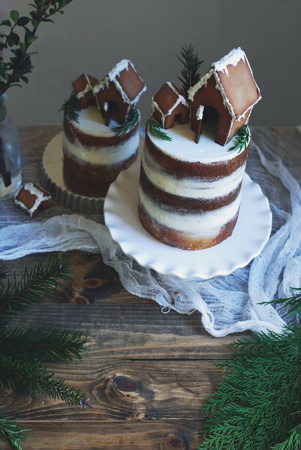 Christmas Gingerbread House Cake | Charmingly Cute Gingerbread House Ideas