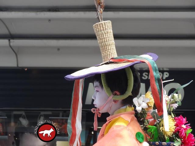 Enfant en habit traditionnel au Gion matsuri de Kyoto