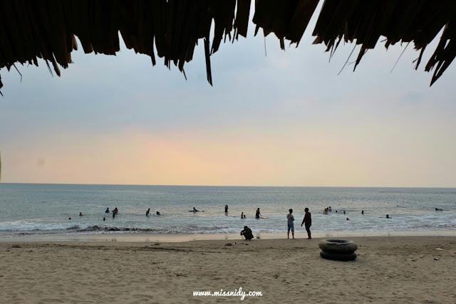 liburan ke pantai carita