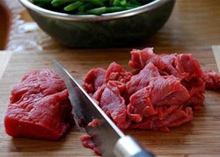 Cách làm món thịt bò cuốn nấm kim châm 1