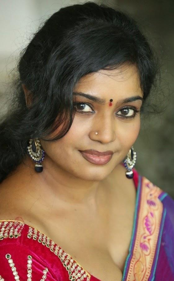 Jayavani aunty hot deep Cleavage Show in saree - hot ...