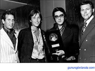 Apakah Elvis Dapat Penghargaan Grammys di tahun 1980