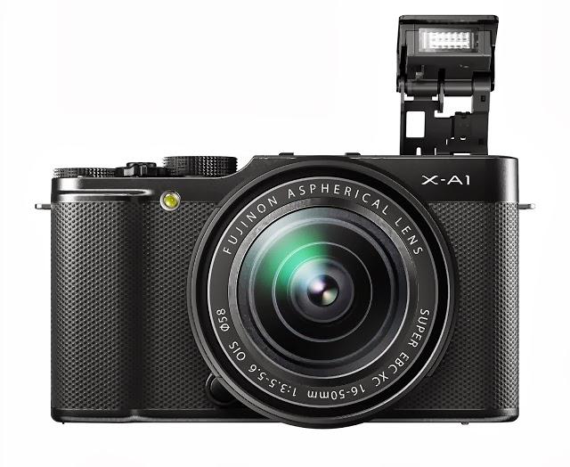 Fotografia della Fuji X-A1 con lo zoom XC 16-50mm e il flash incorporato