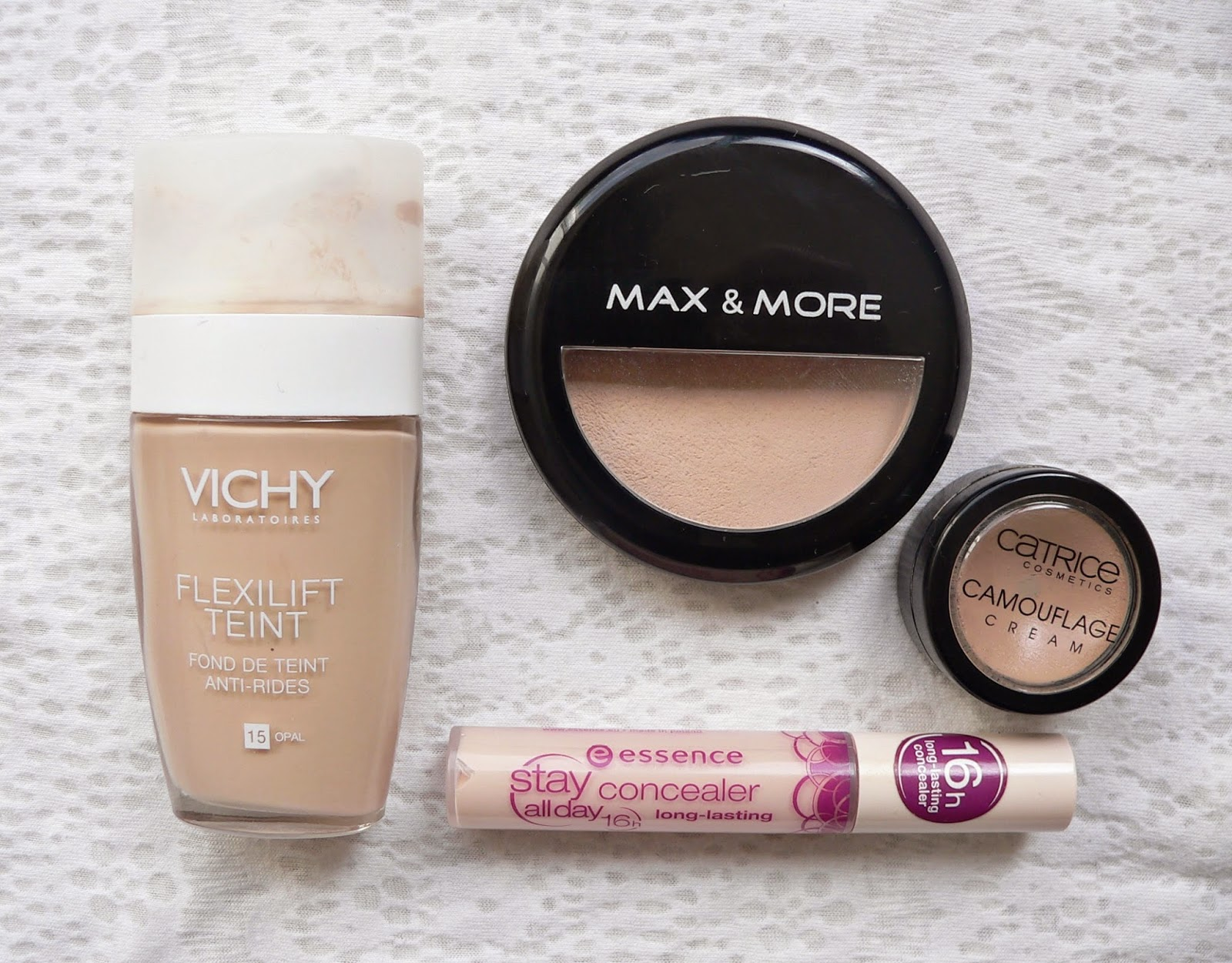 Vichy flexilift teint foundation, dewy foundation, Max & More Action poeder, review, make-up, catrice camouflage cream concealer, essence stay all day concealer