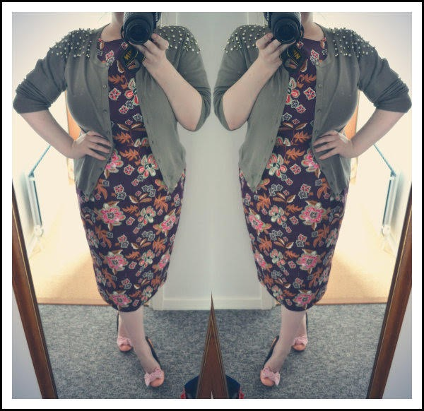 plus size blogger wearing floral wiggle dress and green cardigan