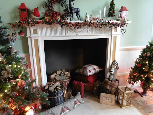 Christmas decor mantelpiece