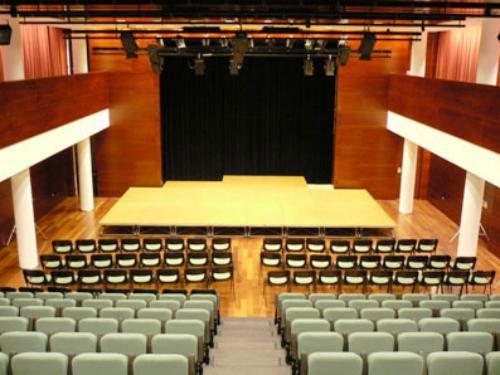 Proscenio, teatro, sillas, butacas, escenario