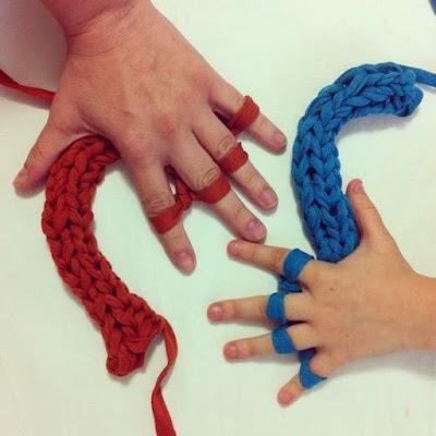 Cómo tejer en redondo con los dedos (video)