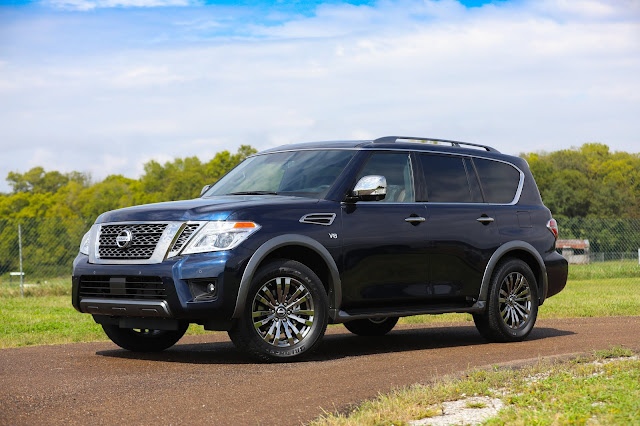 Front 3/4 view of 2018 Nissan Armada Platinum Reserve 4WD