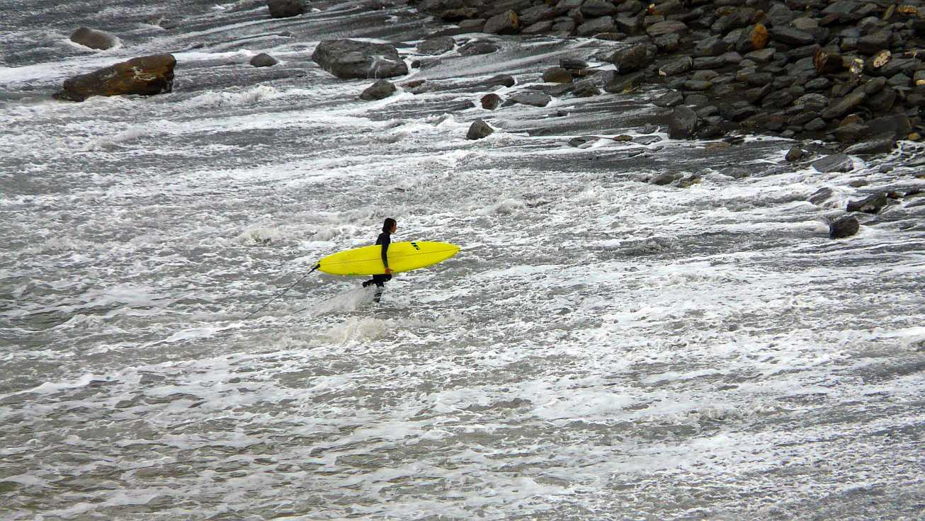 surf menakoz diciembre 2015 olas grandes 32