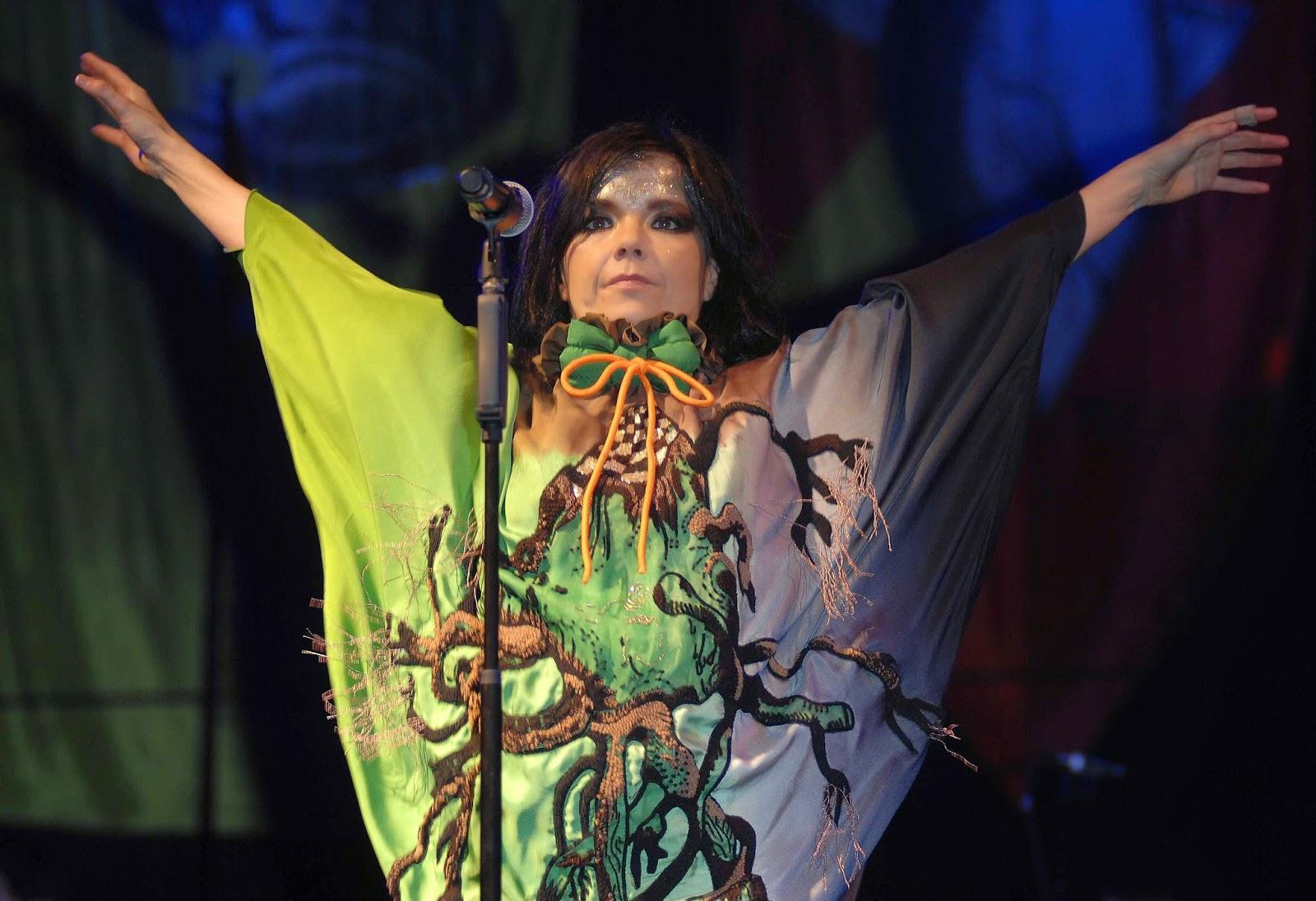 At Glastonbury Festival (Live) - Album by Björk | Spotify