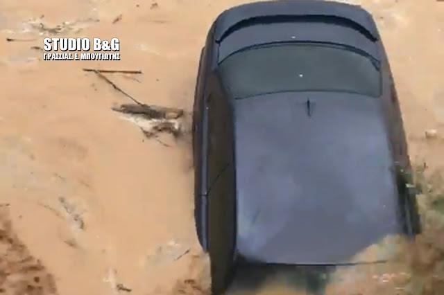 Τρομακτικό: Αυτοκίνητο παρασύρεται από το ποτάμι στο Άργος (βίντεο)