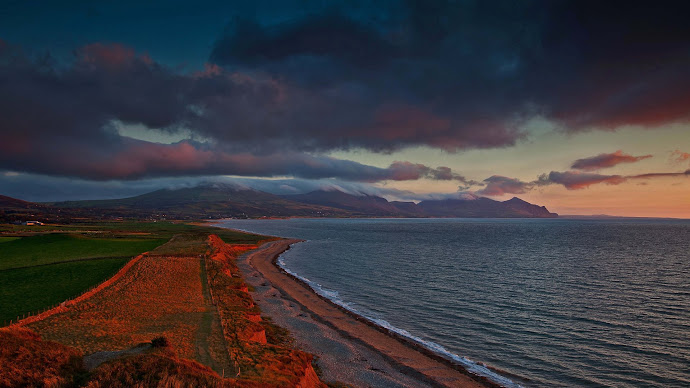 Wallpaper: Red Sunset over Dinas Dinlle Beach