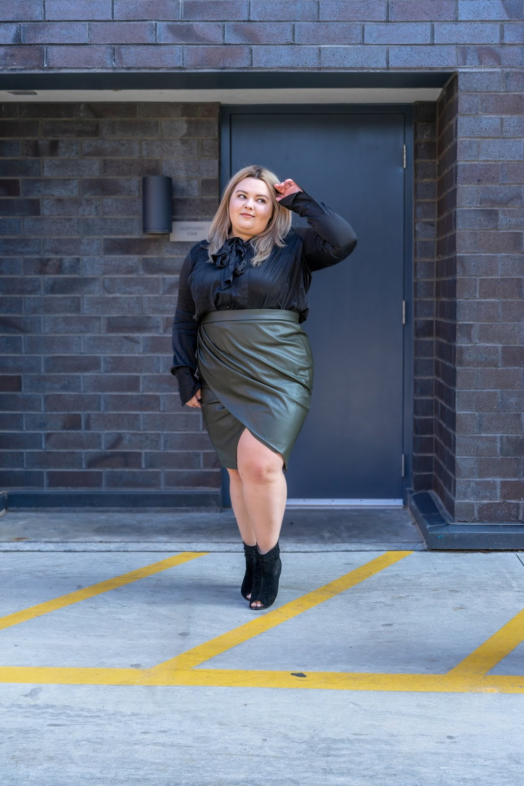chicago petite plus size fashion blogger and model Natalie Craig reviews Marée Pour Toi's washed silk charmeuse blouse and pleather pleated skirt in olive.