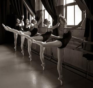 Resultado de imagem para posições de bailarinas na barra