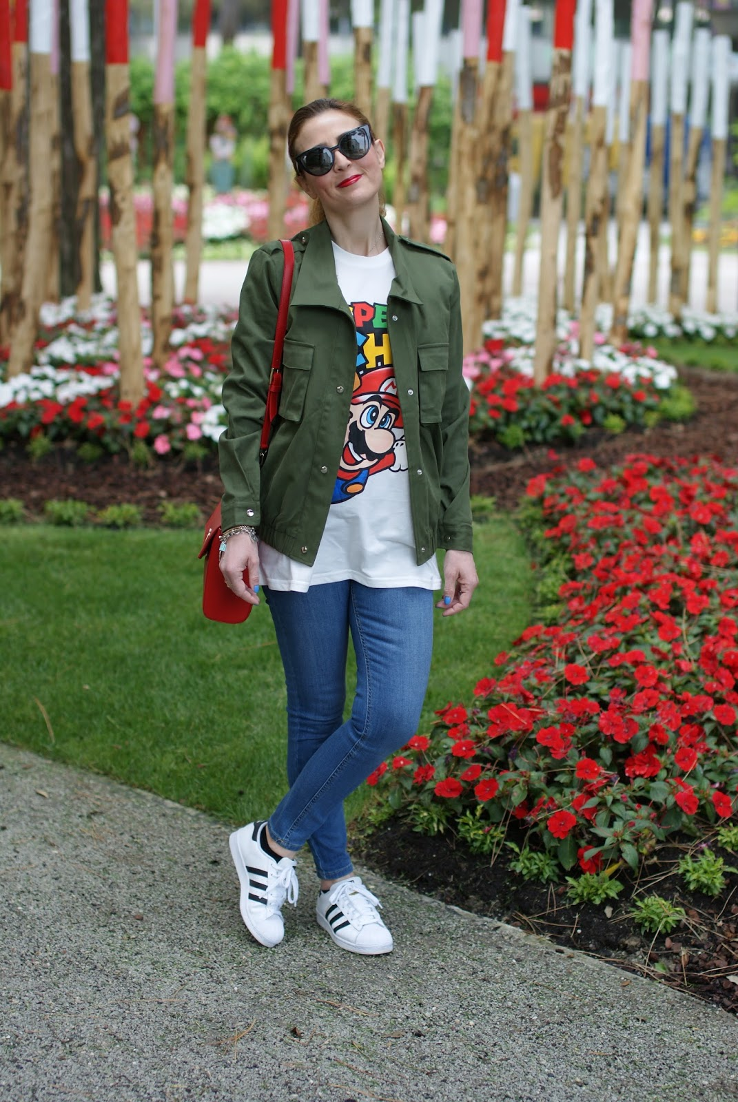 Casual nerdy look with Moschino Super Moschino t-shirt with Super Mario bros, Lookbook Store army green jacket on Fashion and Cookies fashion blog, fashion blogger style