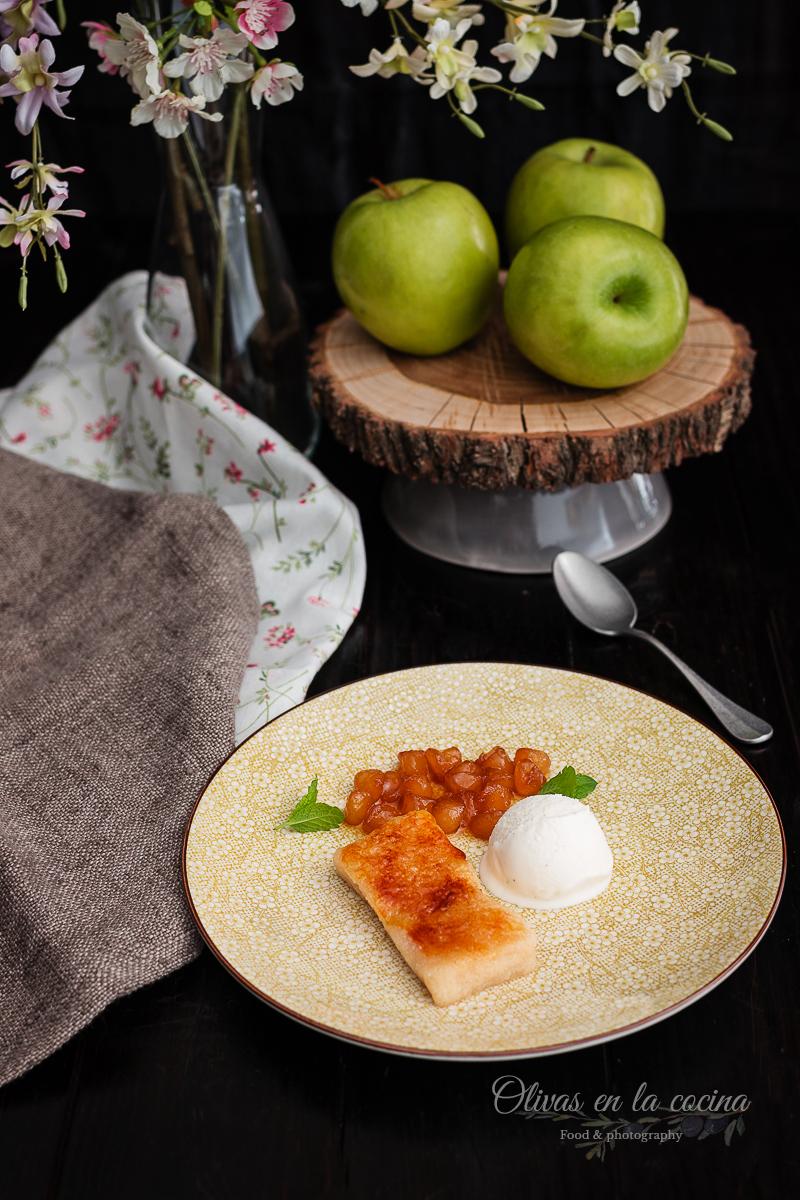 Pantela de manzana y miel, helado de vainilla y pimienta