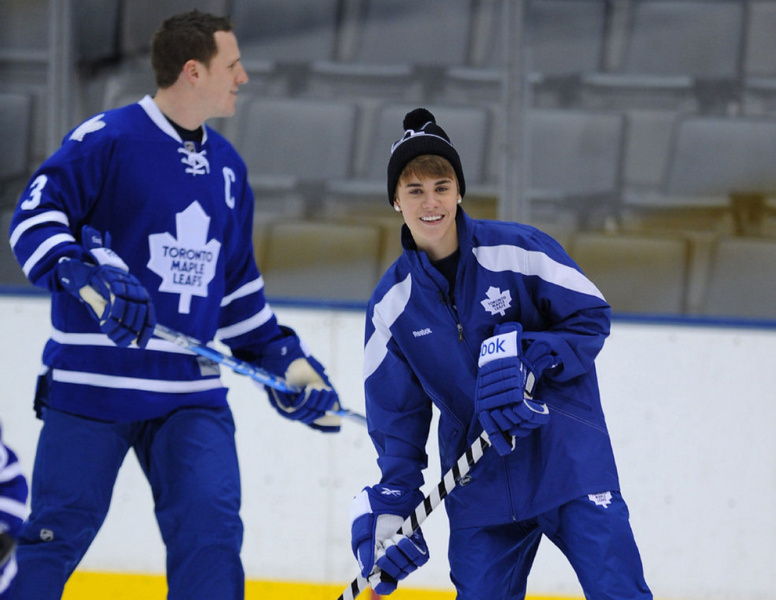 low priced 2281d 7093c Justin Bieber Ice Hockey with Toronto Maple Leafs | Download ...