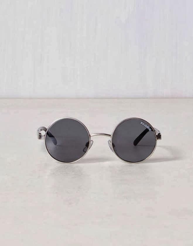 eda42c9cf Os óculos de sol clássicos da Rayban foram reinventados por um punhado de  estações e continua a desfrutar de saúde robusta ano após ano.