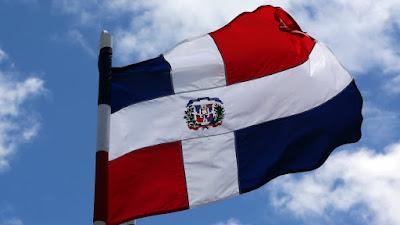 Resultado de imagen para bandera dominicana