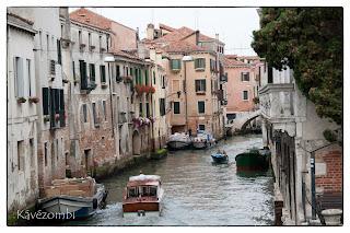 velencei csatorna és házak