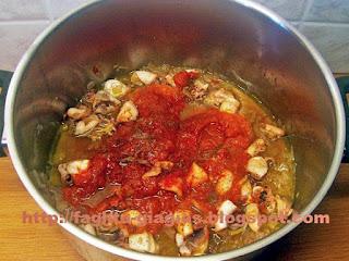 Καλαμαράκια κοκκινιστά - από «Τα φαγητά της γιαγιάς»
